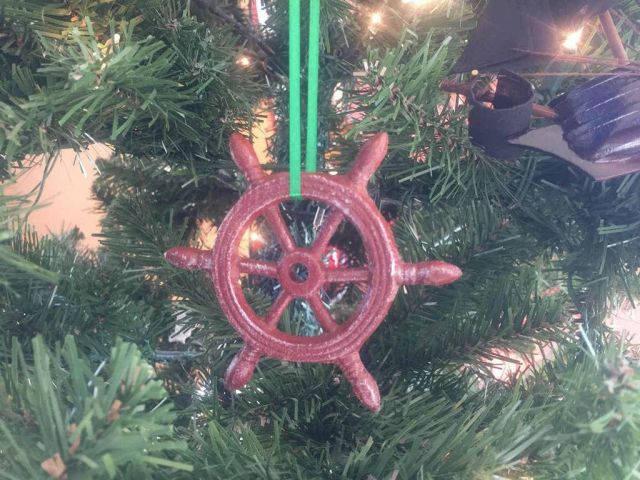Red Whitewashed Cast Iron Ship Wheel Decorative Christmas Ornament 4